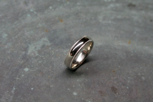 Platinum Men's Band in Half Round Style with Comfort Fit and Milgrain Edge Detail