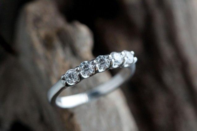 5 stone shared prong wedding band