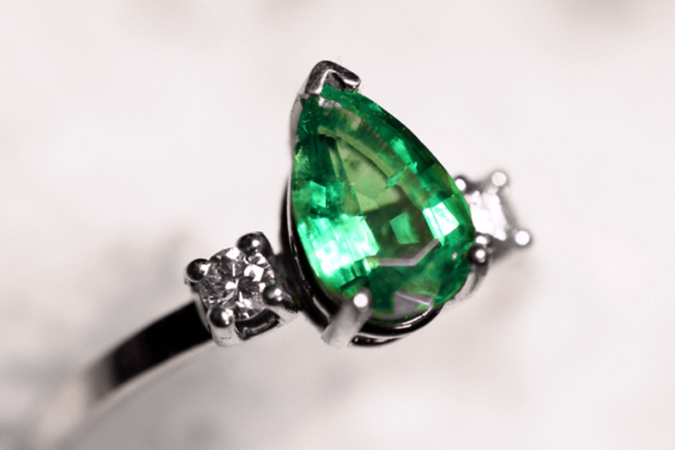 emerald ring alt