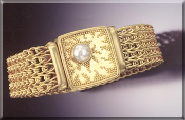22k gold hand woven 5 link bracelet, 22k gold granulated clasp with mabe pearl