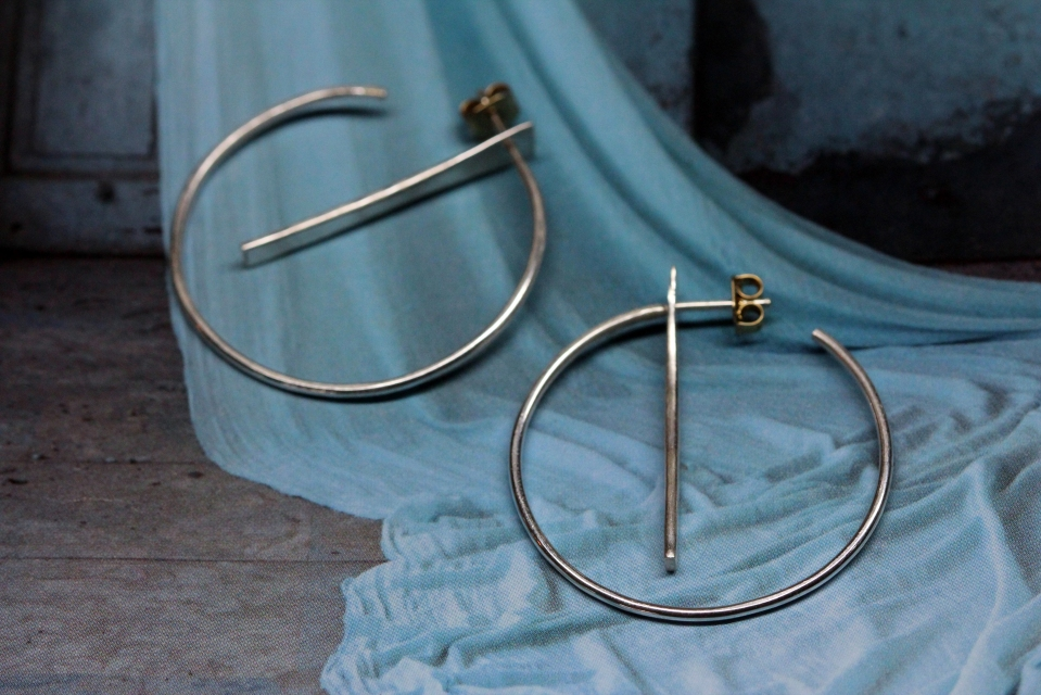 Sleek geometric hoops