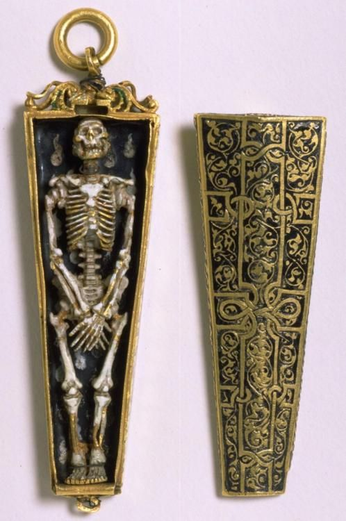 English pendant, circa 1540-1550. Awesome! The latest fad of decorating with human skulls, isn't really a fad at all...looks like we've been adorning ourselves for quite awhile.
