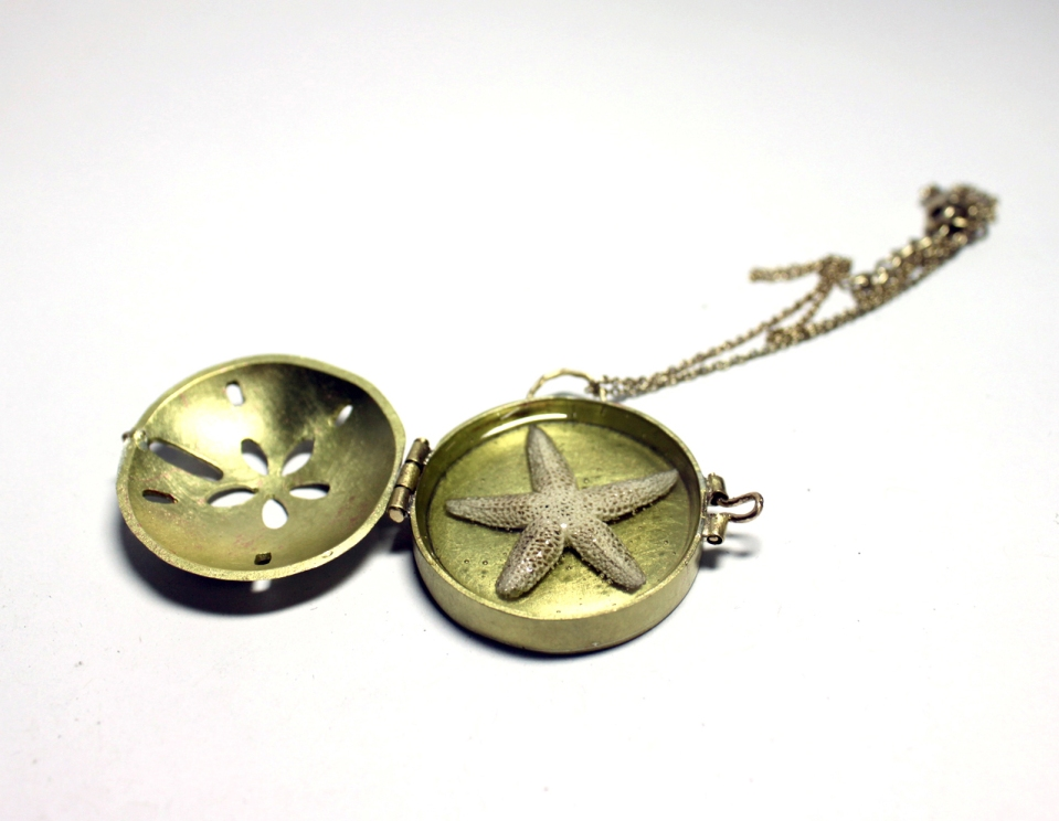 Apply your hinge making skills to make a locket! via Instructor Brice Garrett