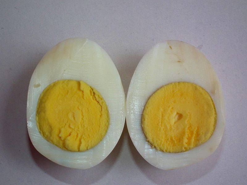 800px-Boiled_Egg_-_Crossection